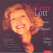 Felicity Lott s'amuse... 